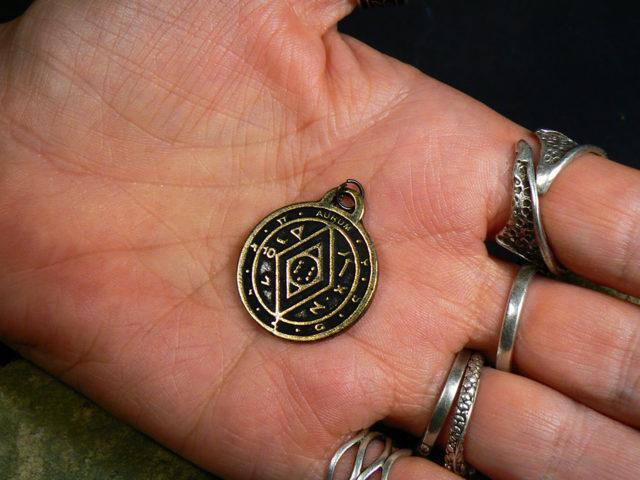 Амулет пентакль Соломона богатство: как носить