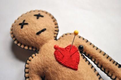 Кукла Вуду: как выглядит и зачем делают атрибут