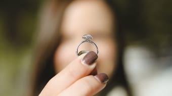 Приворот на кольцо: обручальное или серебрянное