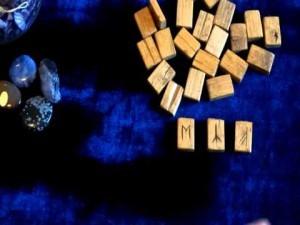 Гадание по одной руне: правила и толкование символов