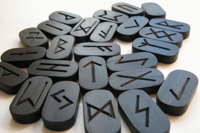 Черная магия и руны: их значение и применениев колдовстве