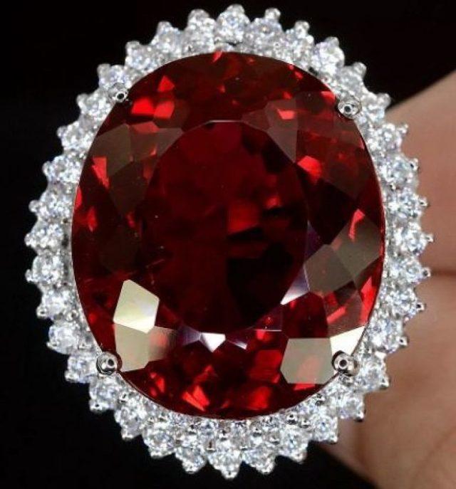 Рубин: магические свойства розового звездчатого камня