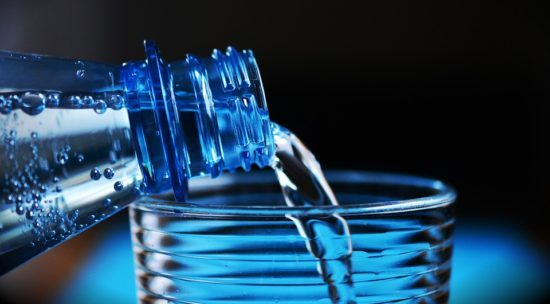 Заговор на воду от болезней: как читать на себя