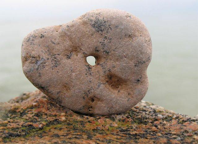 Куриный бог камень: магические свойства и как исполнить желание
