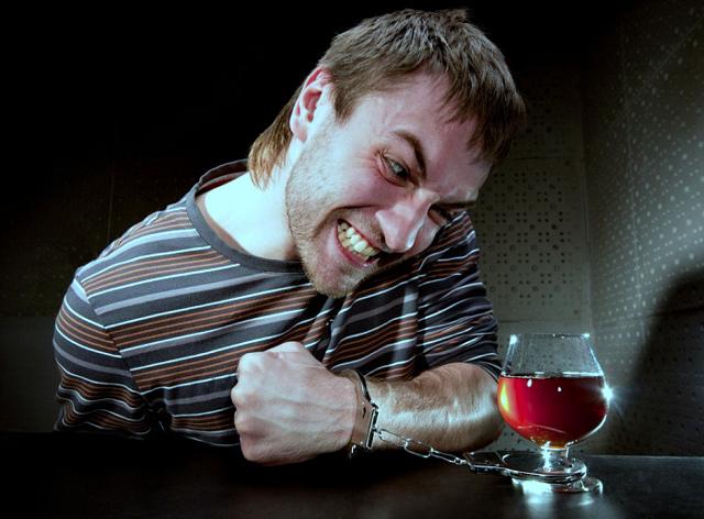 Заговор от пьянства: читать на воду от алкоголизма мужа