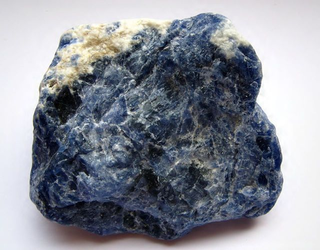 Магические камни и минералы: ставролит и дюмортьерит и другие