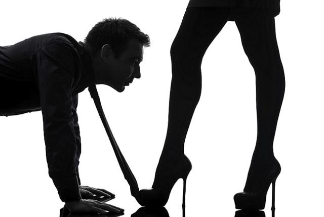 Как снять приворот с мужчины или себя в домашних условиях