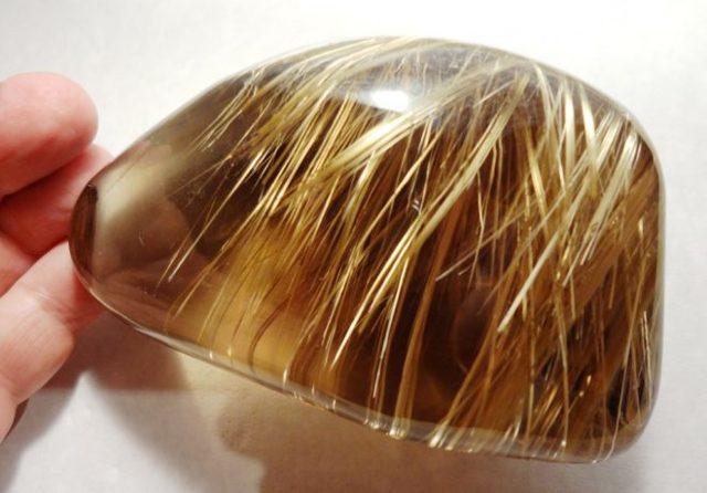 Волосатик камень: магические свойства и кому подходит