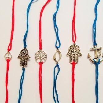 Браслет красная нить с подвеской на запястье: значение символов