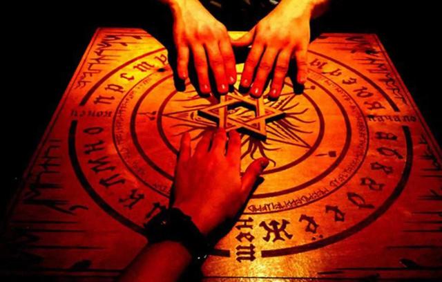 Спиритизм: что такое и чем опасен ритуал общения с духами