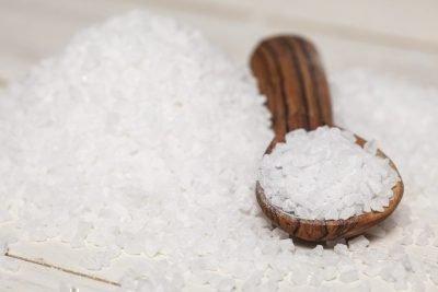 Порча на еду: на хлеб и чеснок и как определить