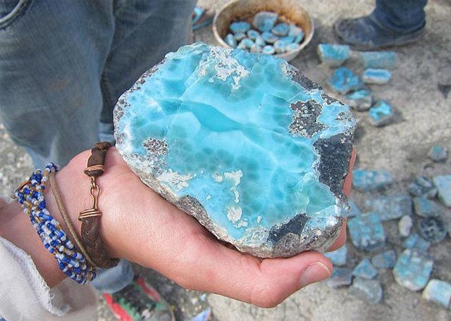 Ларимар: магические свойства камня по знакам зодиака