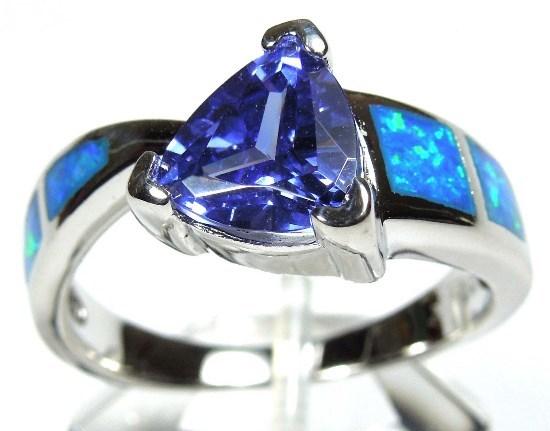 Опал: магические свойства камня с голубым или огненным окрасом