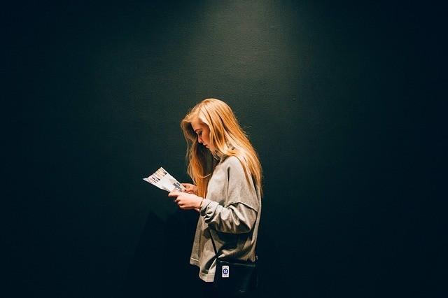 Заговор на булавку: как правильно читать от сглаза и порчи