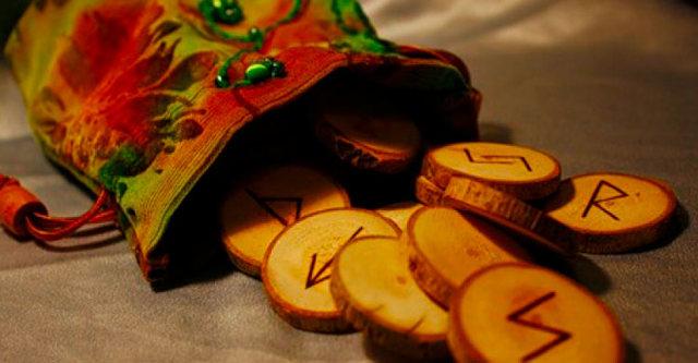 Гадание на рунах: как толковать карты для точного предсказания