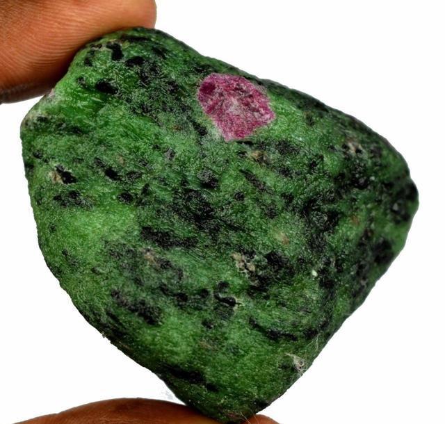 Яшма: магические свойства камня по знаку зодиака