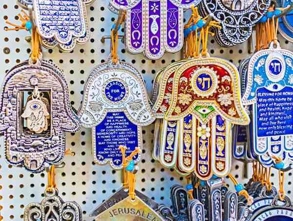 Рука Фатимы: значение талисмана для женщин