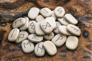 Гадание на рунах на отношения и любовь: значение символов