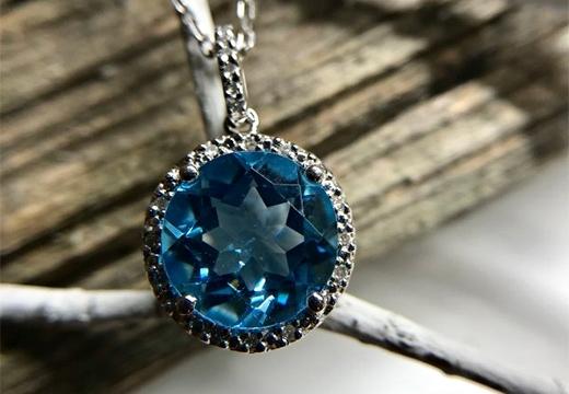 Голубой топаз: магические свойства камня и оберег от сглаза