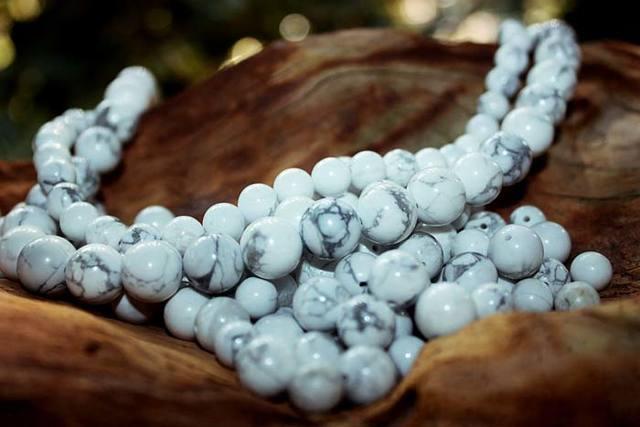 Кахолонг: магические свойства камня и меняет ли он цвет