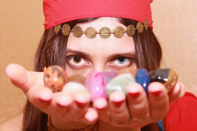 Цыганская магия: заговоры и заклинания на любовь и удачу