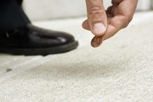 Заговор на монету на деньги и удачу: читать в домашних условиях