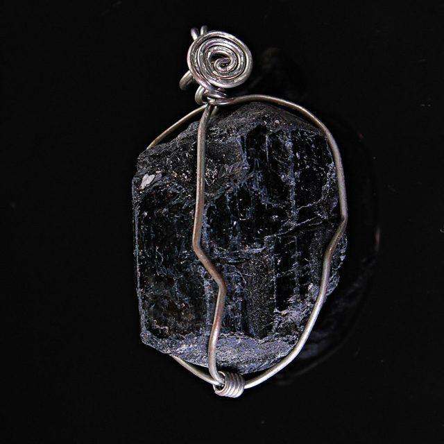 Розовый турмалин: магические свойства камня шерл