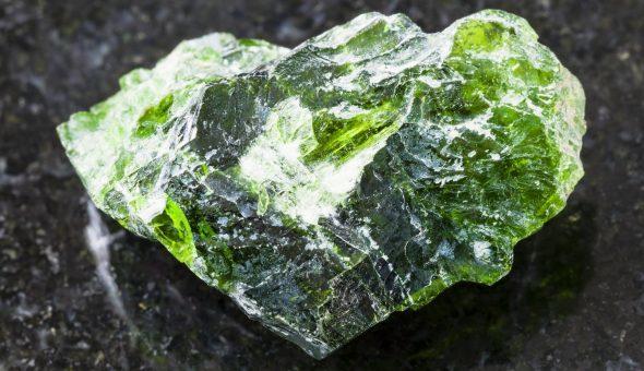 Магические свойства хромдиопсида: кому подходит камень